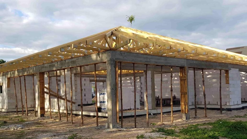 Prefabrykowana więźba dachowa – dlaczego warto ją wybrać?