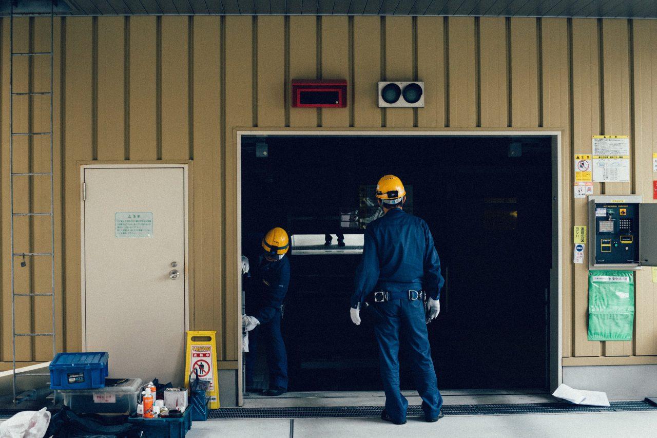 Jakie drzwi zewnętrzne do garażu wybrać?